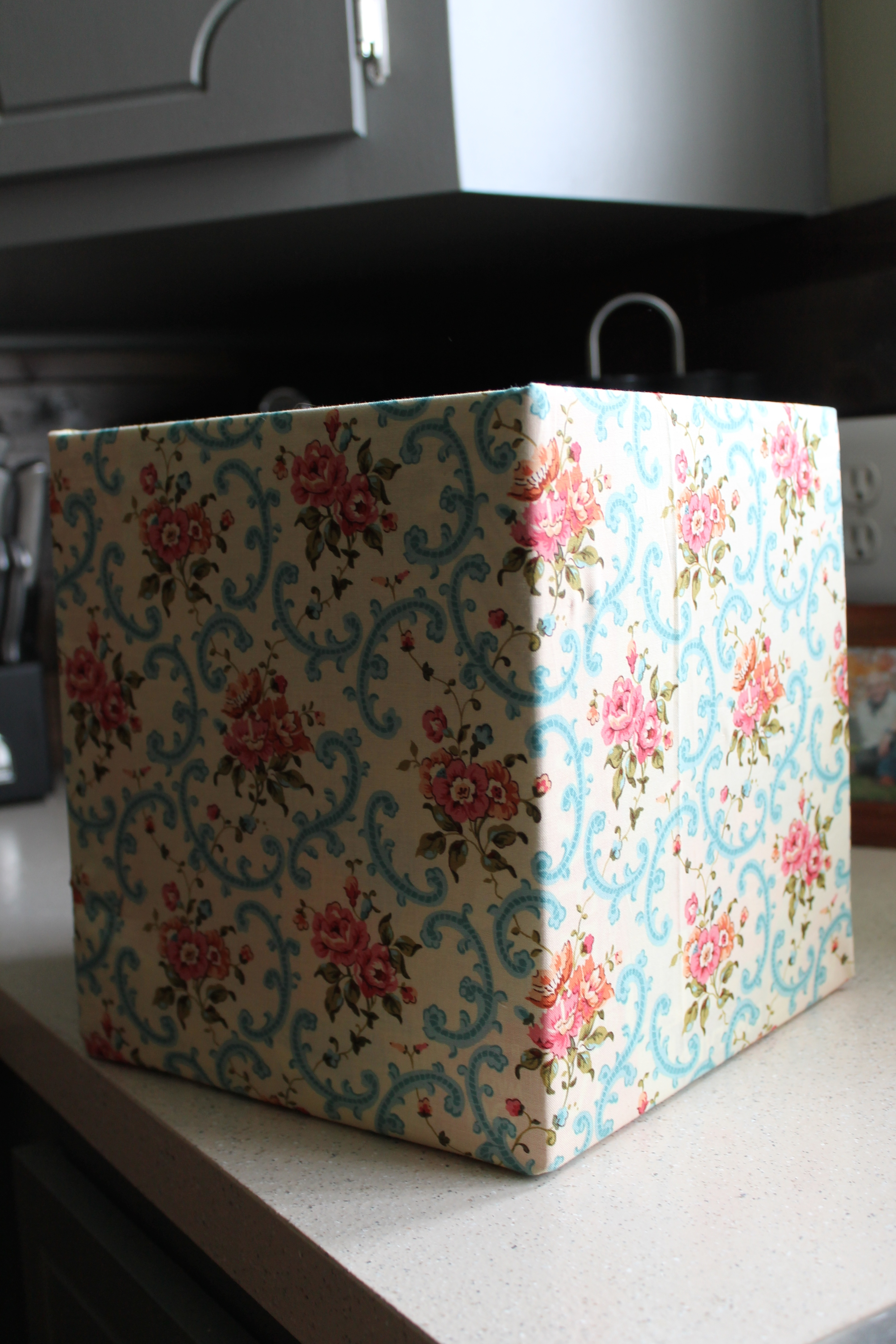 A simple diy fabric covered boxes for Fabric covered boxes craft